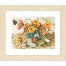 PN-0154325 Нарциссы и тюльпаны. LanArte. Наборы для вышивания крестиком.